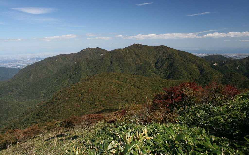 1280px-Mount_Gozaisho_from_Mount_Amagoi_2009-10-11