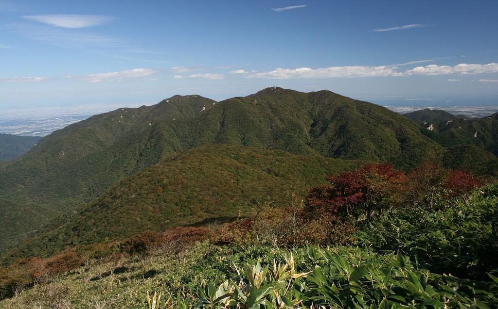 1280px-Mount_Gozaisho_from_Mount_Amagoi_2009-10-11