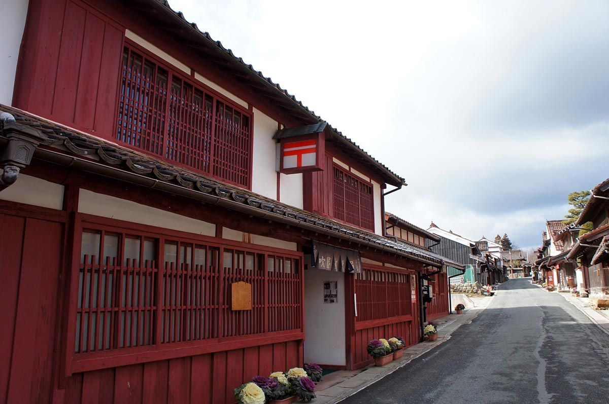吹屋ベンガラ建築の郵便局